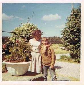 Mor Iris och Bengt 2. Cirka 1971-72 nån gång.