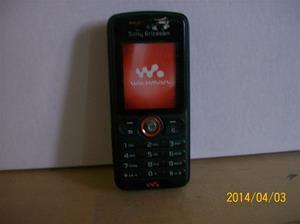 839. Såld. Sony Ericsson. Typ: Walkman. Fejktelefon för utställning. Fotonr: 101_0580. Fotnot: Vid ett inbrott hos Endrells stals bara fejktelefoner, i tron att det var riktiga. Tji fick tjyven.