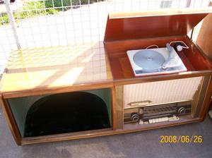 020. Kaiser Radio, radiogrammofon. Typ. W 1645/3D. Nummer: 050926.  Fotonr: 100_1034