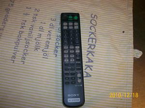 447. Sony, fjärkontroll. Typ: AV System (RM-U305R). Nr: 127E. Fotonr: 100_7357
