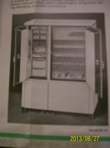 780. General Electric, Flatop Refrigerator. No. KF-210. Tillv. år 1935 i USA. Ber om ursäkt för den suddiga bilden. 101_0460