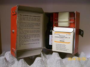 892. Såld. Jordprovare, PH-värde SKP. Komplett med innehåll för provtagning. Tillv: 1962. Kristoffersson har själv använt denna i början på 1960-talet. Fotonr: 101_0668.