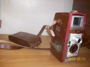 570. Bell & Howell, filmkamera. Typ: Two-fifty-two 8mm. Nr: ?. Fotonr: 100_9315