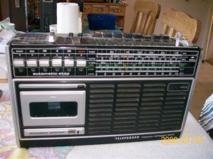 134. Telefunken radiocassette. Typ: Bajazzo compact 102 C (ska). Nummer: E-nr.301 459 214. Fotonr: 100_1251. Inlagt på webben 2014-06-05.