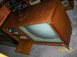 258. Conserton, radio-tv-grammofon. Typ: TRC 0245. Nr: 347884. Tilv.år 1957 eller 1959, då ägarens föräldrar köpt in densamma. Fotonr: 100_2243