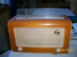 123. Philips rörmottagare. Typ: BS 371 A. Nummer: 10118.  Skylt på baksidan: Radiobolaget Arvidsjaur AB, tel. 133. Arvidsjaur tel. 300. Fotonr: 100_1232. Inlagt på webben 2014-06-04.