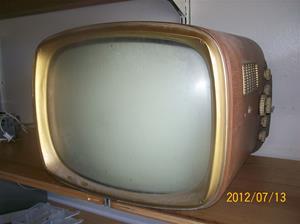 575. Svenska TV-Bolaget, television. Typ: Prinsen TV Radio BA 17. Nr: ?5?. Fotonr: 100_9321
