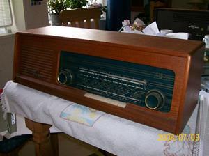 145. Luxor//Radio rörmottagare. Typ: 4194 w Tapto. Nummer 10252. Fotonr: 100_1268. Inlagt på webben 2014-06-06.
