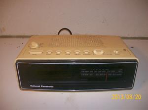 728. National Panasonic RC-80 BS. Nummer: 8G 1004A. Klockradio. Tillv: Japan. 101_0343