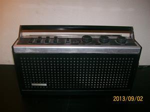 819. Dux transistorradio. Typ: SX 1332/33R. Nr: 134003. 101_0528
