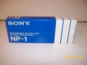 708. Sony NP1, originalkartong till batteripack för nummer 702. Nummer 2-294-003-. Tillv. år 1981. 101_0311