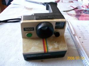 086. Polaroidkamera. Typ: Polaroid Land Camera 1000. Fotonr: 100_1168. Inlagt på webben 2014 06 03.