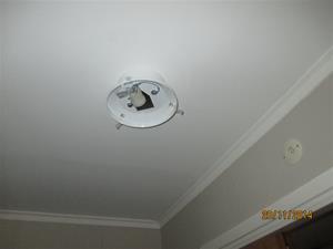 Montering av belysning nummer två i Eriks hall. IMG_0633