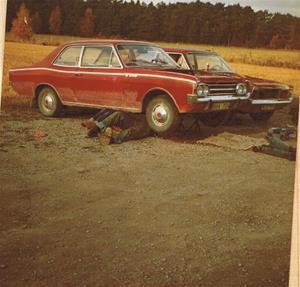 Motorbyte på min Opel. Har hjälp av Sven Nordling eller Eilert Båtelsson