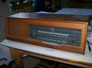 126. Luxor/Radio rörmottagare. Typ: Tapto. Nummer: 356641. Denna radio har varit skolradio i Fardhem skola. Foto 100_1235. Inlagt på webben 2014 06 05.