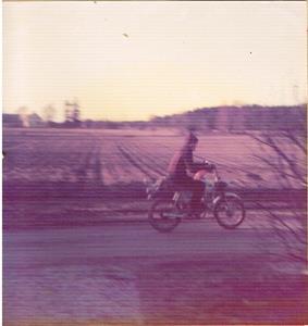 Jag på min upphöjda och drevade Husqvarna Topper 1975
