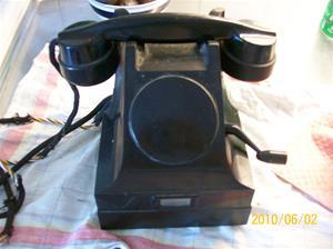 415. LM Ericsson, telefon. Typ: Svart bakelit, intern telefon utan nummerskiva med vev. Fotonr: 100_5886