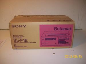 706. Sony Betamax SL-F1E Originalkartong till nummer 702. Nr. 3-672-323-. Tillv. år 1981. 101_0309