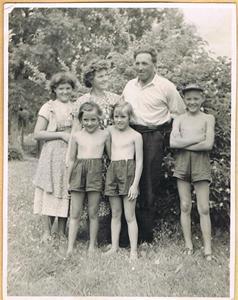 Familjen Jacobsson före Sivert och Peja 001
