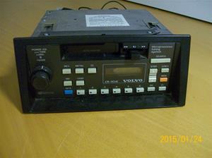897. Volvo bilstereo. Typ: CR-4041 Radio/cassette. Nr: 251VP23490884/5Y159160A. Tilv: 1990 Belhien. Fotonr: 101_0690