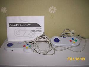 845. Gravis, PC Gamepad 2 st. Nr: serie 1795 (båda har samma nummer). Tillv.år: 1992 i Canada. Fotonr: 0594.