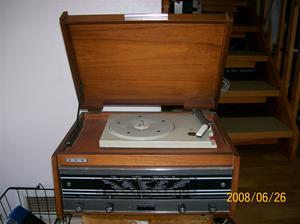017. Dux, radiogrammofon. Typ: SA 8210 AT/19. Nummer: 045299. Fotonr: 100_1028