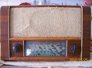 381. Luxor//Radio, rörmottagare. Typ: 62W. Nr: 98696, på hgt: PI 600-6. Fotonr: 100_5752