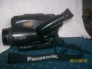 641. Panasonic, videokamera. Typ: VHS-C, NV-S20. Nr: J3HF01718. Tillv.land: Japan. Fotonr: 100_9615