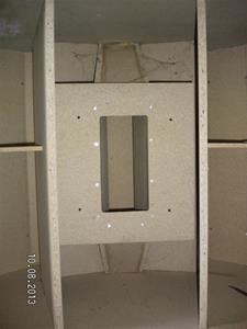 Nummer 705. Konhögtalarlådor. OBS att det är bara högtalare i ena lådan. I övrigt enligt bilder. Lägsta bud 500:- för båda. SANY0014
