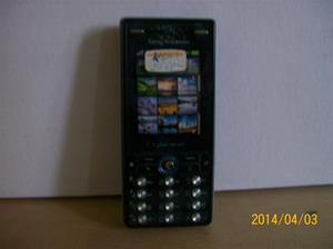 838. Såld. Sony Ericsson Typ: K 810.  Fejktelefon för utställning. Fotonr: 101_0579. Fotnot: Vid ett inbrott hos Endrells stals bara fejktelefoner, i tron att det var riktiga. Tji fick tjyven.