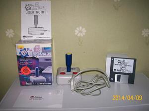 843. Suncom Technologies, Joystick för datorspel, # 96-7045. Nr: 21626 07045 (streckkod) Fotonr: 101_0591