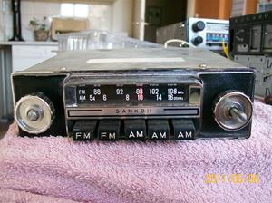 531. Bilradio. Typ: AM-FM Radio 6-12V. Nr: 724. Fotonr: 100_8168