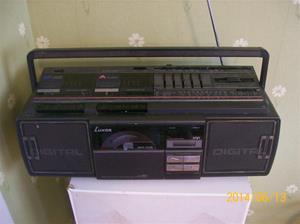 878. Luxor (bergsprängare) Stereo, dubbelkassett, CD-spelare. Typ: 110 9201. Nummer: SNO 71000201 (innanför battlucka). Tillv land: Korea. Fotonr: 101_0642.
