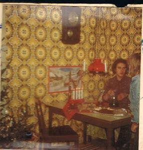 Sven Nordling och jag i köket hemma på Näs, jultid