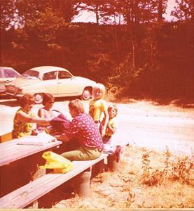 Rastning i Sandhamn på väg hem från konfaskolans avslutning 1975