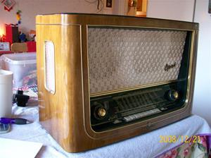 280. Telefunken, rörmottagare. Typ: Opus 55 TS. Nr: 176622. Tillv.år: 1953. Etikett på baksidan: Svenska AB trådlös telegrafi Stockholm. Fotonr: 100_2373