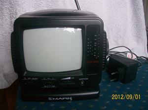 643. Mark, television, inkl. Batterieliminator. Typ: 5 CBJ 1404. Nr: 1072790. Fotonr: 100_9618.