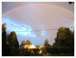 Daagarsson-gården under regnbågen