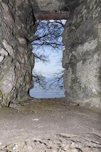 utsikt genom ringmuren