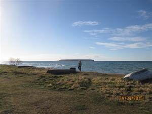 Maria med Lilla Karlsö i bakgrunden. IMG_1511