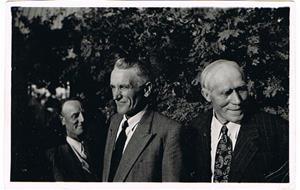 18.Från vänster, Sven Cederlund, Emil Norrby och Oskar Cederlund. Förmodligen i mitten på 1940-talet.