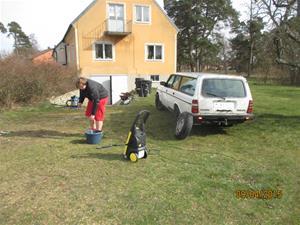 Emil tvättar 245:an. IMG_1448