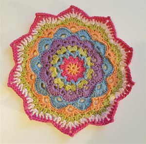 Mandala duk virkad med Rainbow cotton från Hobbii