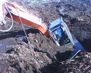 Den som gräver en grop åt andra.