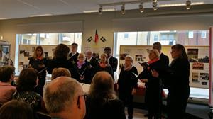 Katrineholms Kammarkör sjunger vid vernissagen