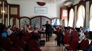 Stämskruvarna dirigeras av Nina Kjellertz-Edin
