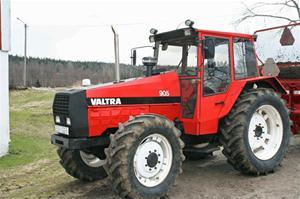 Valtra-905