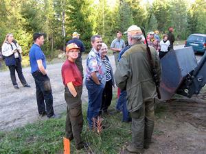 09.Förundrade byssbor möter upp i skogen