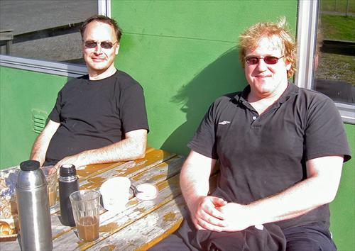 Andreas bjöd på kaffe med dopp inte illa alls i solen