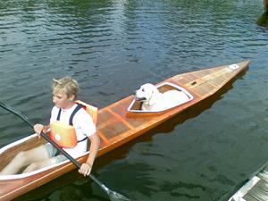 Stellas favorit sysselsättning, åka båt.